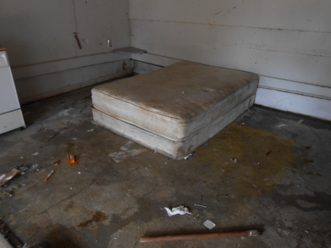 Kaipaka bed on concrete floor